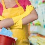 Huishoudhandschoenen, waarom je ze beter wel kunt dragen